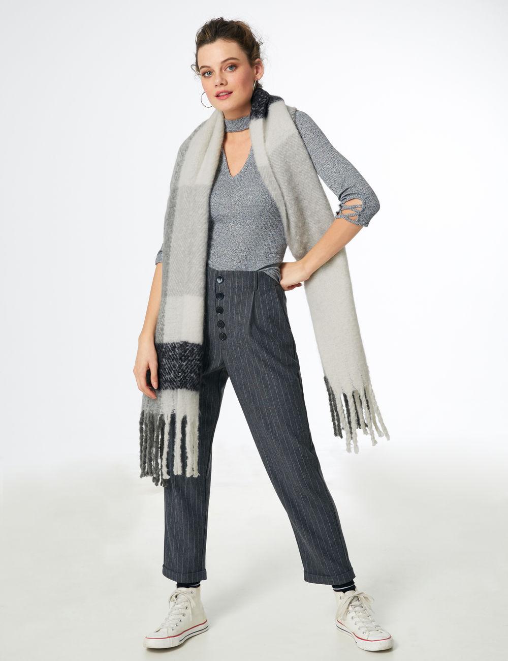 écharpe à carreaux noire et blanche Jennyfer prix 12,99 €