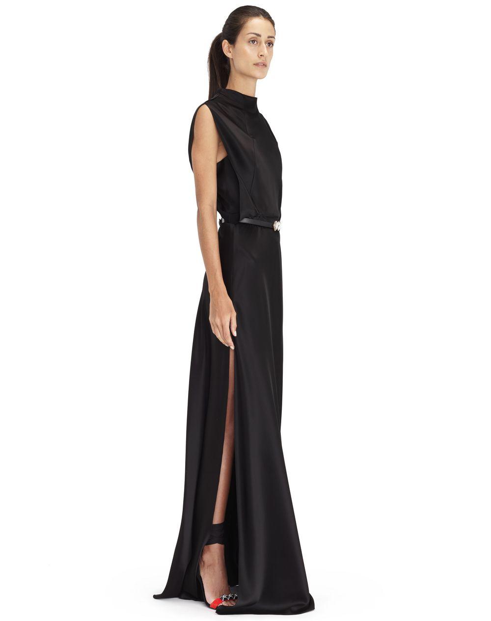 Robe longue fendue et sans manches en crêpe satin noir