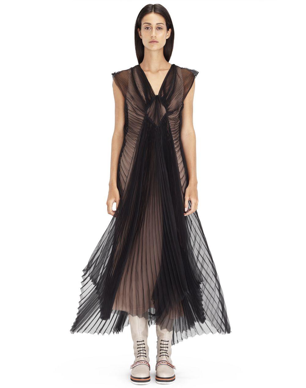 Robe longue plissée en organza de soie noire, Prix €3 990