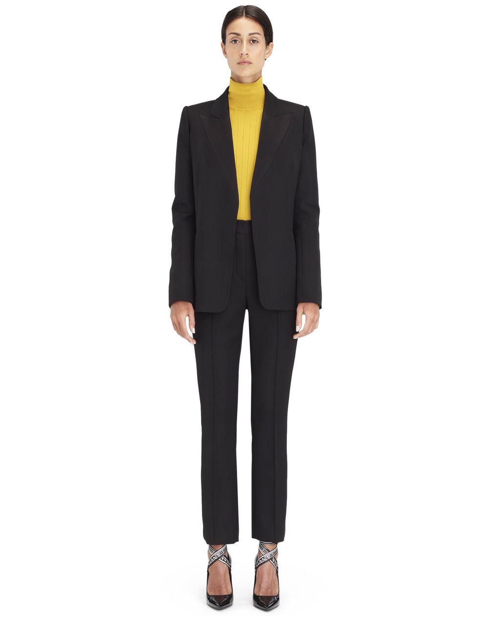 Veste tailleur en satin couleur bleu nuit Lanvin – Prix €1 690