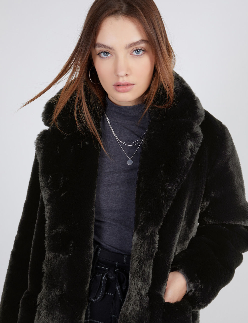 manteau long fausse fourrure noir Jennyfer prix 59,99 €