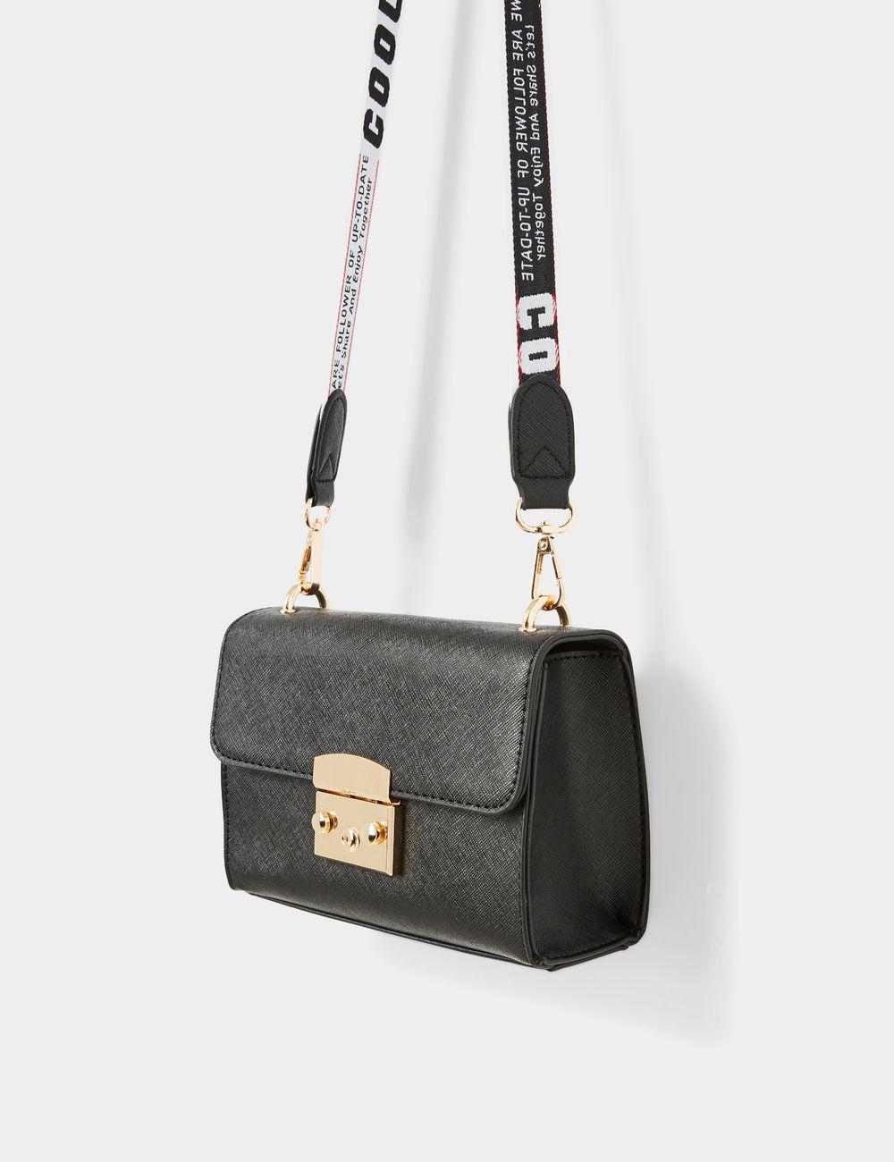 sac bandoulière à message noir Jennyfer prix 14,99 €