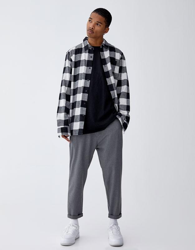 Pantalon tailoring chaîne Pull&Bear Prix 129.00 TND